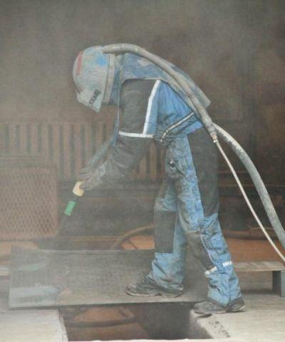 Šratavimas. Metalinių gaminių paviršiui suteikiant maksimalų sukibimą su gruntu.